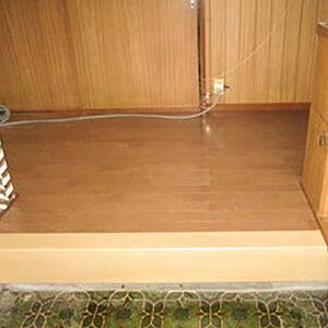 経年劣化でベコっとした玄関と廊下の床板をリフォーム