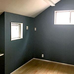 黒いクロスはかっこいいうえに、抗菌・消臭で気持ちのいい部屋