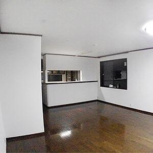 クロスと床、建具等も交換しておしゃれで新しいお家に