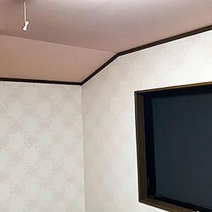 天井と壁クロスをピンク中心に張替えた可愛い子供部屋