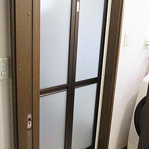 大掛かりな工事のいらないカバー工法で気軽に浴室の扉交換