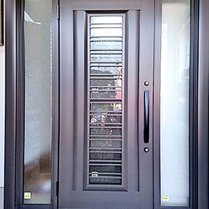 重厚感たっぷりのドアが光がさす高機能なドアへ様変わり
