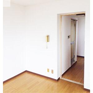 クロスの張替えと巾木で見た目も機能もアップしたお部屋へ