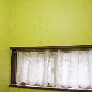 可愛いスヌーピー柄のクロスで遊び心のあるトイレ空間