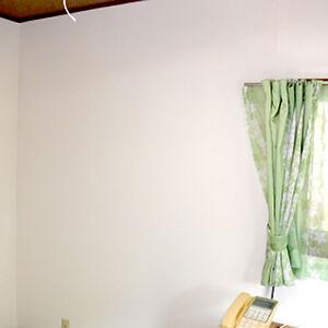 黄ばみで暗い雰囲気だった洋室にシンプルと明るさを