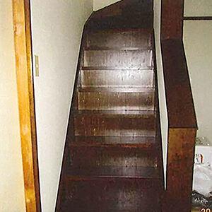 踏板が抜け落ちそうな階段の改修工事を行いました