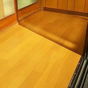 抗菌対応の床材に張替えて気になる臭いも解決します