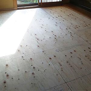 畳下の板を張替えるだけで、ふかふかせず安心して歩ける和室に